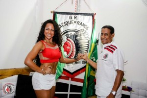 Clara Paixão, musa do bloco Cacique de Ramos, e Bira, o presidente.